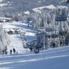 Alpinskifahren, Langlauf, Rodeln, Reiten, Eislaufen, Tennis usw. alles in unmittelbarer Nähe