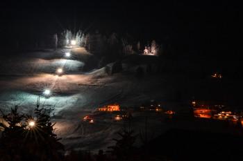 Skifahren bei Flutlicht