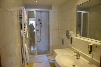 Bad & Dusche im Urlaubszimmer