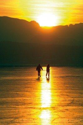 Eislaufen im Sonnenuntergang