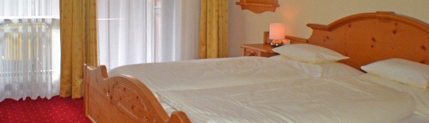 bilder hotel mooserkreuz st anton am arlberg bildergalerie fotos. Black Bedroom Furniture Sets. Home Design Ideas