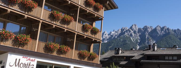Hotel Moritz mit den Bergen