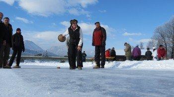 Eisstockschießen am Weissensee in Kärnten