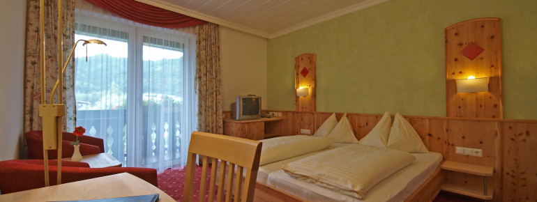 Doppelzimmer mit Zirbenholz