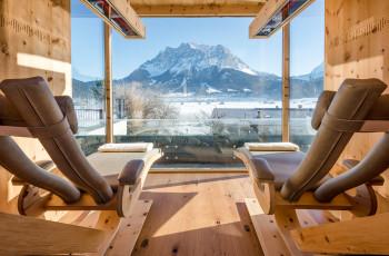 Infrarotkabine mit Panoramablick auf die Zugspitze