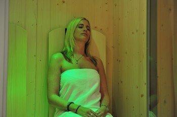 Infrarotlichtkabine im Wellnessbereich