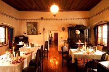Romantischer Rittersaal im Schloss Thannegg