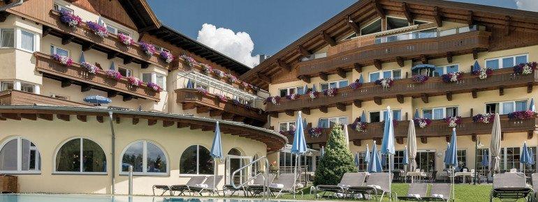 Beheizter Außenpool im Hotel Seespitz-Zeit