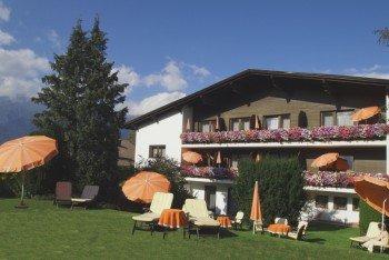 Das Hotel im Sommer