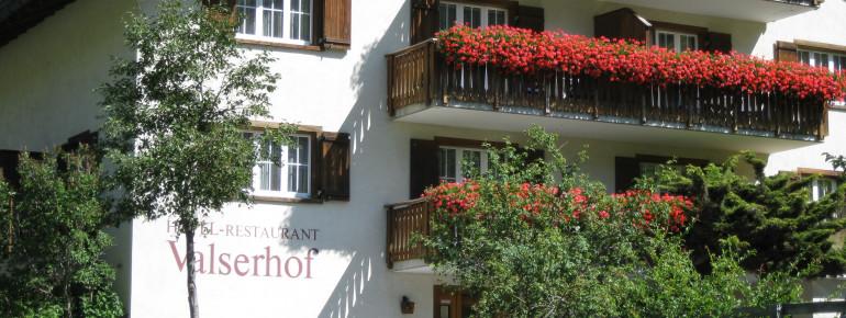 Hotel Valserhof im Sommer