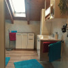 Schönes Bad mit Fenster u. FußbodenheizungDesignfußboden