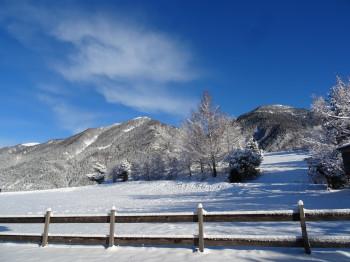 Winterwanderweg hinter dem Haus