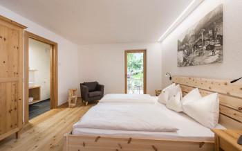 Möbel aus Zirbenholz