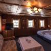 Sechs Zimmer, jedes davon ein Ausdruck der lokalen Tradition, die sich in der Bauweise, der Dekoration und den Materialien widerspiegelt – alle mit Dusche oder Bad und den modernen Annehmlichkeiten ausgestattet einschließlich kostenfreiem WLAN.