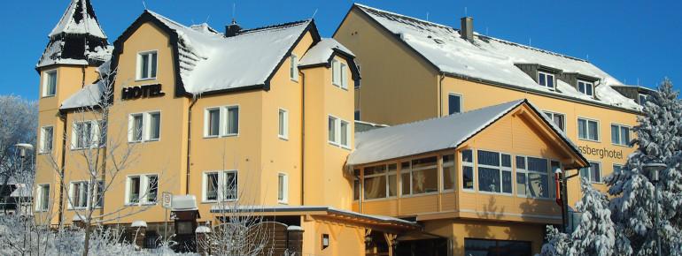Schlossberghotel Oberhof Aussenansicht im Winter