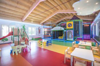 großer Kinderspielraum