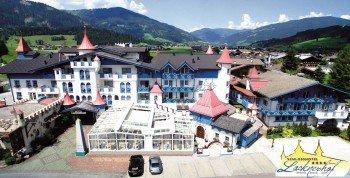 Außenansicht des Schlosshotel Lacknerhof