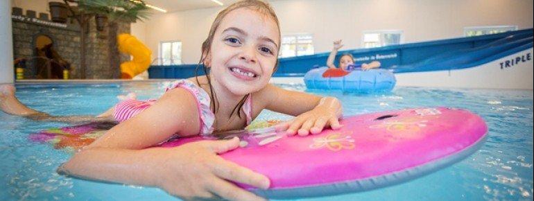 Kinder mit ihrem eigenen Pool