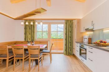 Esstisch mit Küchenblock