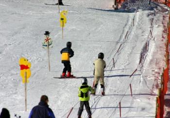 Skischule direkt neben unserer Hütte