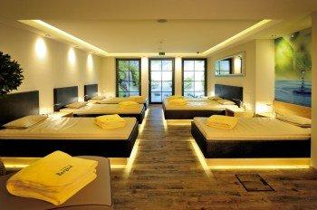Ruhe- und Entspannungsraum mit Wasserbetten