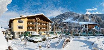 Verwöhnhotel Berghof - Abend-Außenansicht