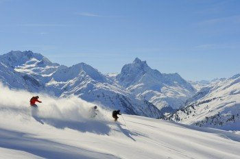 Tiefschneeabfahrt am Arlberg