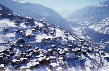 The town of Veysonnaz during winter.