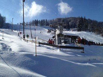 The FIS race course runs along the edge of the 500 m long downhill run.