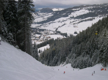 The most challenging slope in the area and the reason for the resorts big fame! FIS Alpine Ski World Cup races are held here!