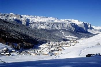 Great mountain restaurants and fun Après Ski bars await you in the villages, such as San Cassiano.