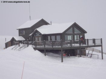 The resort's highest mountian restaurant: Snow Plume Refuge at Norway Lift's top station.