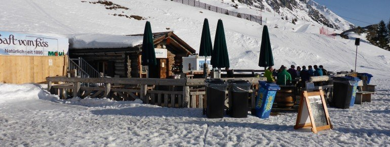 Perfect place for Après Ski: the bar Goldgräber at the gondola Rothornbahn!