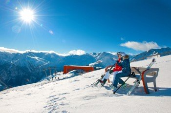 Skiing pleasure with a great view at Stubnerkogel.