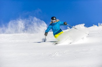 More experienced skiers will appreciate that more than half of the runs are designated to intermediate skills; 22 percent are dedicated to expert skiing and 6 percent are trails of extreme difficulty.