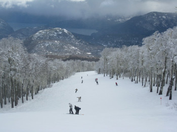 Chapelco offers piste trails for beginners, intermediates, advanced and expert skiers and riders.