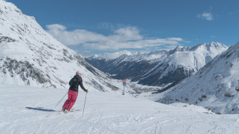 The resort is located at altitudes between 1,600 and 3,100 meters, giving it the certainty of snow throughout the season.