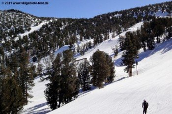 View of the upper part of the most demanding terrain park of the resort: High Roller Park!