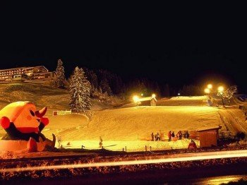 Monday and Wednesday the floodlights for skiers are switched on. On Saturday also for the tobogganists.