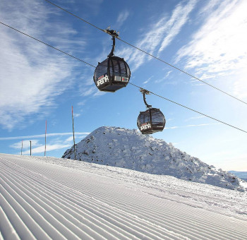 Four gondola lifts take winter sports enthusiasts high up the mountain.