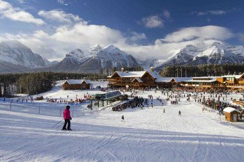 Close to the base station, there is a learning area and a terrain park for beginners and kids.