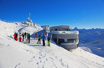 Enjoy the 400-peaks panoramic view from the summit of Nebelhorn.