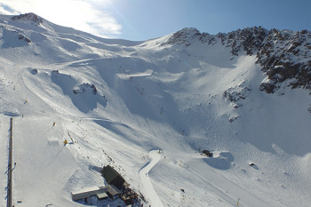 Sunny weather in summer meets great snow conditions in winter at Ohau Snow Field.