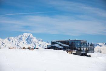 Restaurant Le 360 is located by Montalbert gondola.