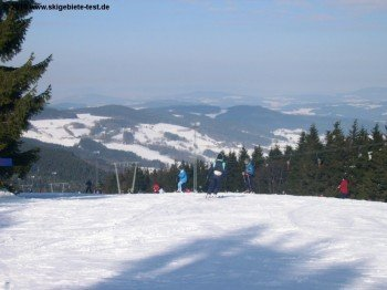 The ski area awaits you with a great view over the Bavarian forest.