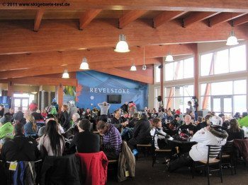 Revelstoke has plenty on-mountain huts where you can grab a snack and a drink during a long, fun day on the slopes.