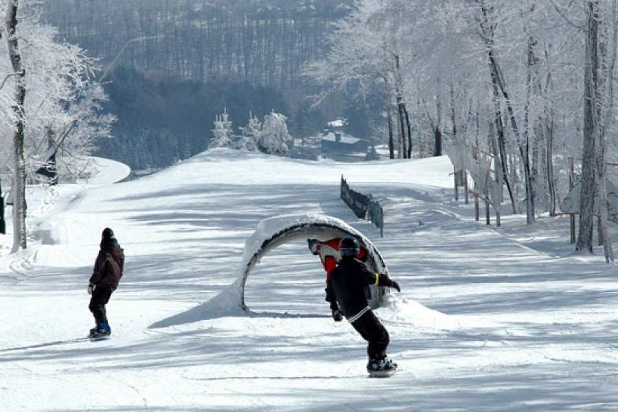 c500a375061e Seven Springs Mountain Resort is a four season resort and one of the  largest and most popular in its region. The skiable terrain totaling 115  hectares ...