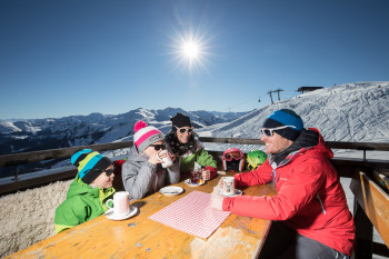 25 huts and mountain restaurants invite you to take a break and enjoy the view from the top.