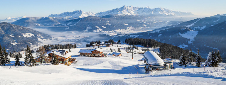 Numerous mountain huts and restaurants are located alongside the slopes at Snow Space Salzburg.