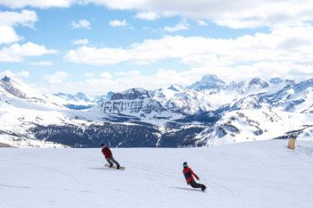 Picturesque ski resorts and best snow conditions are always worth a visit at Banff National Park.